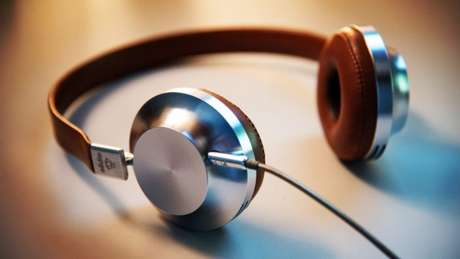 Como ouvir música online (Imagem: Lee Campbell/Unsplash)