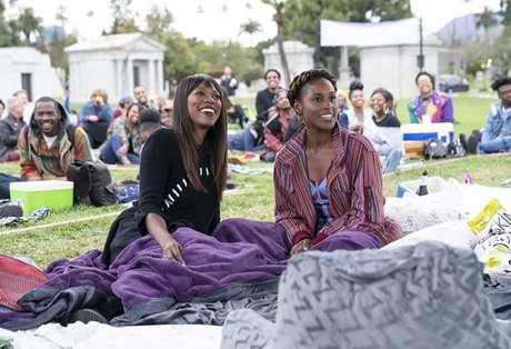 'Insecure' retrata a vida de duas amigas negras que transitam por universos diferentes em Los Angeles.