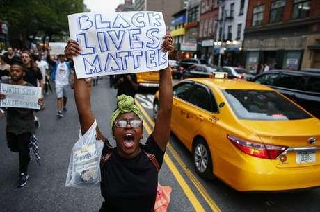 2016 também viu uma onda de manifestações Black Lives Matter por causa dos homicídios de homens negros por policiais