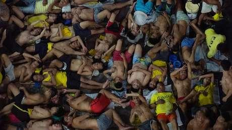 Presídios ficaram ainda mais lotados nas Filipinas por causa de política dura contra usuários e traficantes