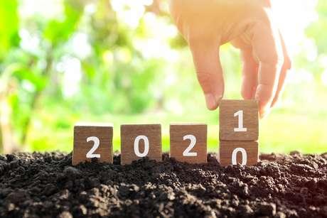 É hora de dizer adeus a 2020 e dar as boas-vindas para 2021, pegando todas as suas energias de volta