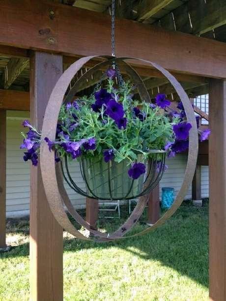 36. Cultive flores para vasos suspensos. Fonte: Pinterest