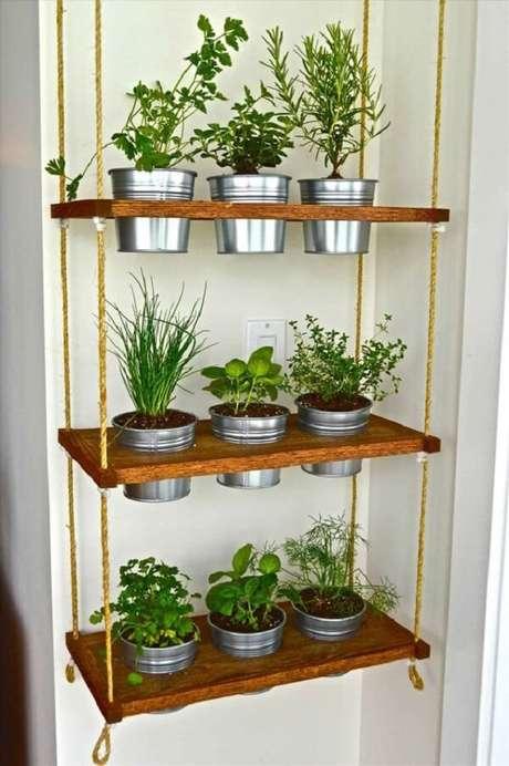52. Modelo simples de vasos para horta suspensa. Fonte: M de Mulher