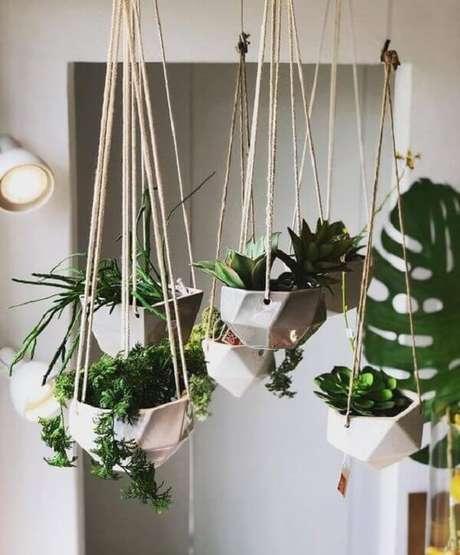 13. Suporte para vaso de planta suspenso feitos de macramê. Fonte: Pinterest