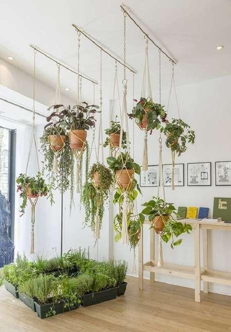 42. Vaso suspenso com diversas plantas. Fonte: Pinterest