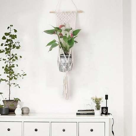 34. Vaso suspenso em macramê branco. Fonte: Pinterest
