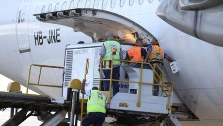 Avião pousou no Aeroporto Internacional de Viracopos, em Campinas, às 5h30 da manhã