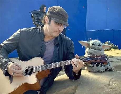 Robert Rodriguez mostra Baby Yoda dançando nos bastidores
