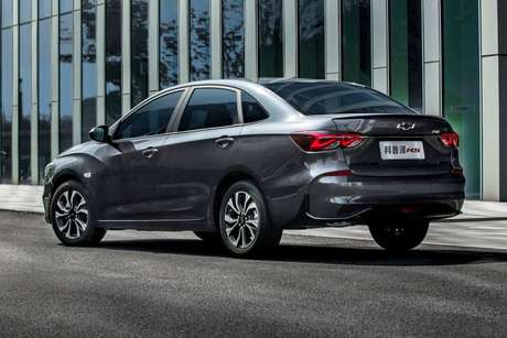 Chevrolet Monza vendido na China: porta-malas de 405 litros.