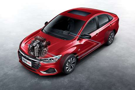 Chevrolet Monza vendido na China tem sistema híbrido leve.