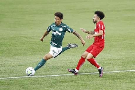 Lance durante a partida entre Palmeiras e Bragantino, válida pelo Campeonato Brasileiro da Série A, no Allianz Parque, em São Paulo (SP), neste domingo (27)
