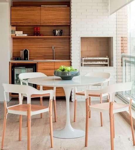 5. Mesa redonda para varanda gourmet – Via: Pinterest