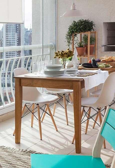 29. Mesa para varada gourmet de madeira para ambiente moderno – Via: Casa e Jardim