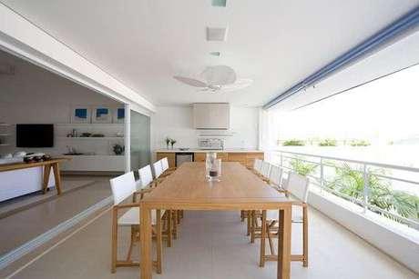 27. Mesa para varanda gourmet de madeira – Via: Pinterest