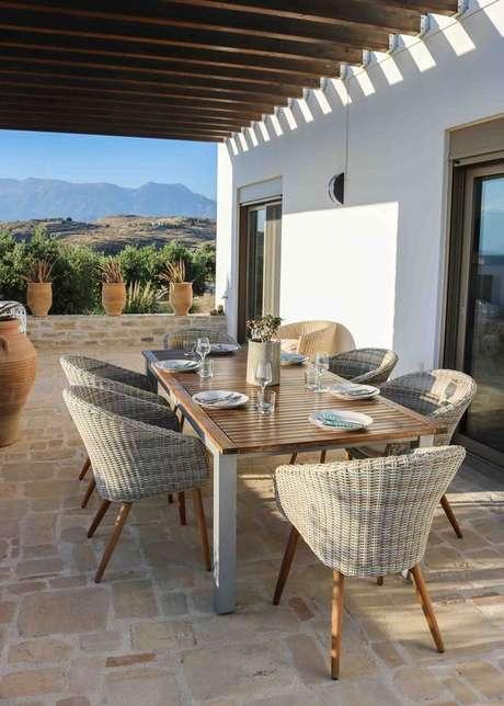 54. Mesa para varanda gourmet moderna – Via: Pinterest