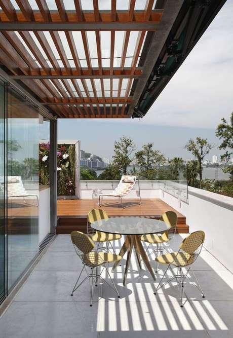 59. Escolha a melhor mesa para varanda redonda – Via: Casa Vogue
