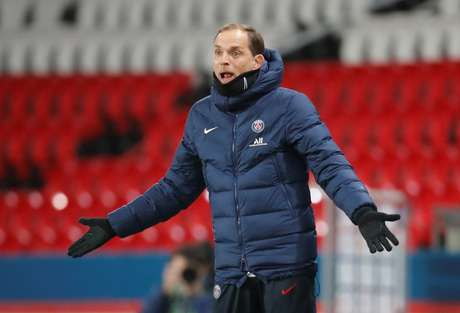 Thomas Tuchel gesticula em jogo do Paris St Germain na Ligue 1 13/12/2020 REUTERS/Charles Platiau