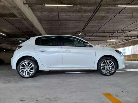 Balanços curtos na dianteira e na traseira dão versatilidade ao novo Peugeot 208.