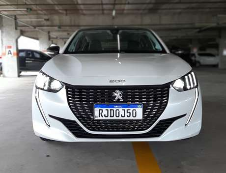 Novo Peugeot 208 Griffe: frente imponente e LEDs que simulam dentes do leão.