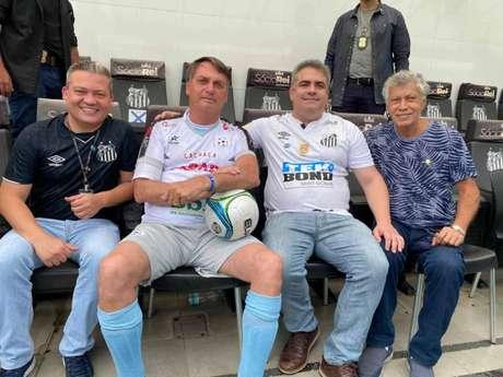 Orlando Rollo recepcionou Jair Bolsonaro na visita do presidente da República a Vila Belmiro (Foto: Reprodução)