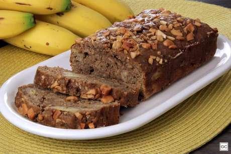 Guia da Cozinha - Pão de banana com castanha de caju e açúcar mascavo