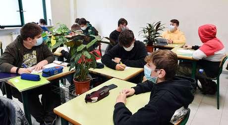 Previsão é de que aulas sejam retomadas no dia 7 de janeiro