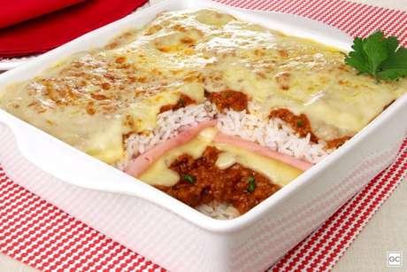 Guia da Cozinha - Lasanha de arroz à bolonhesa: receita prática para o almoço