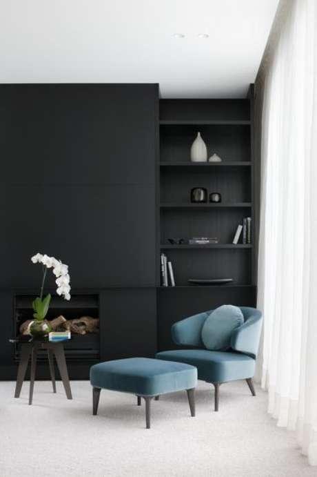 39. Poltrona com puff azul – Via: Futurist Architecture