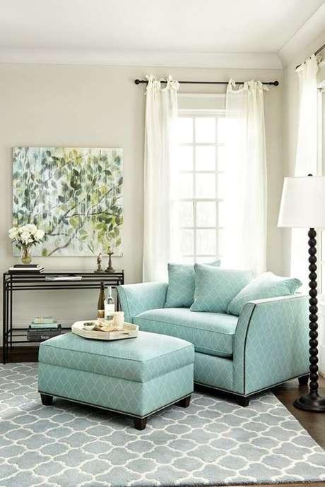 54. Poltrona com puff verde água para sala de estar confortável – Via: Hard Sadness