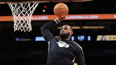 LeBron James, contundido, tem feito muita falta ao Los Angeles Lakers