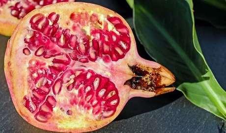 Romã: fruta tem benefícios que vão além da superstição