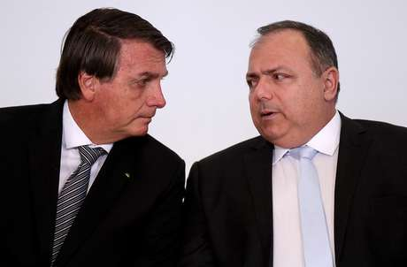 Bolsonaro e Pazuello participam de cerimônia no Palácio do Planalto 08/12/2020 REUTERS/Ueslei Marcelino