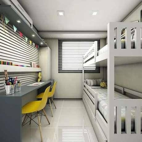 2. A prateleira para quarto infantil acomoda lápis de cor e demais materiais escolares. Fonte: 83 Render