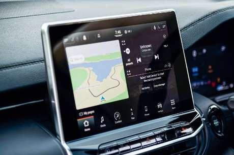 Nova central multimídia UConnect 5 é flutuante e conta com Android Auto e Apple CarPlay sem fio.