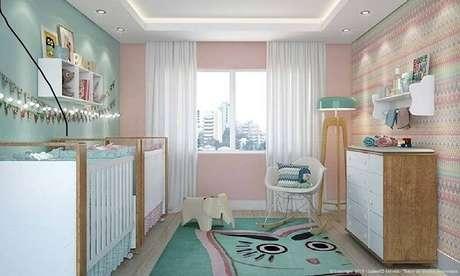 61. Decoração super delicada em quarto lúdico com prateleira para quarto infantil. Fonte: Pinterest