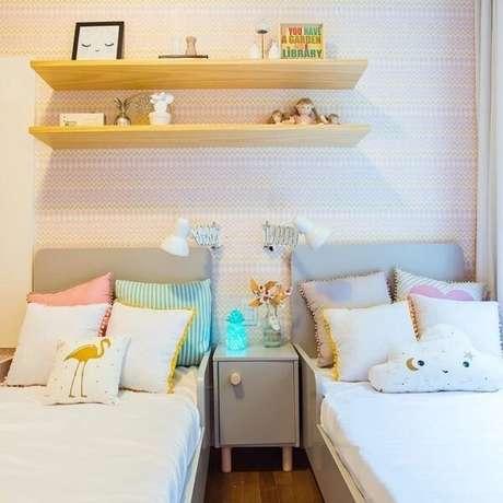 34. Modelo de prateleira de madeira para quarto infantil. Fonte: Barbara Makant Designer de Interiores