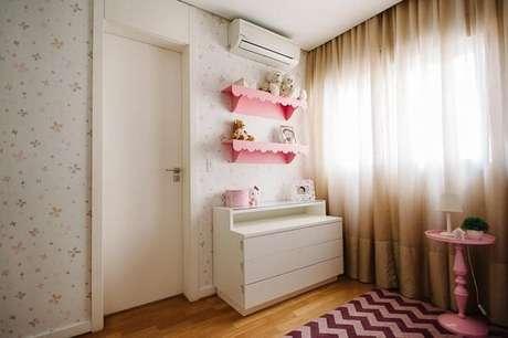 17. Modelo de prateleira para quarto infantil feminino em tom rosa. Fonte: Codecorar