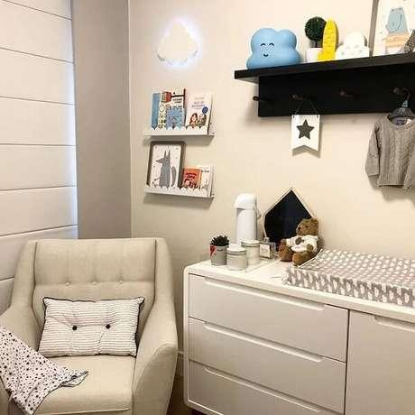 41. O preto também é bem-vindo na prateleira para quarto infantil. Fonte: Kids Arquitetura