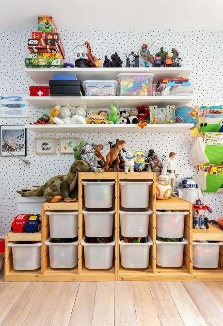 72. Organize o espaço com prateleiras para brinquedos quarto infantil. Fonte: Pinterest