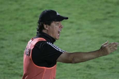 Fernando Diniz vai tentar livrar o Santos de humilhações que se desenham para o time da Vila Belmiro na temporada