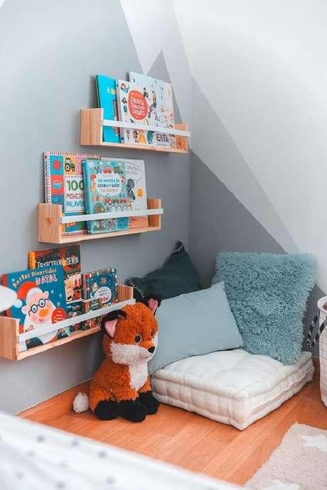 8. Prateleira para livros quarto infantil ao alcance dos pequenos. Fonte: Pinterest