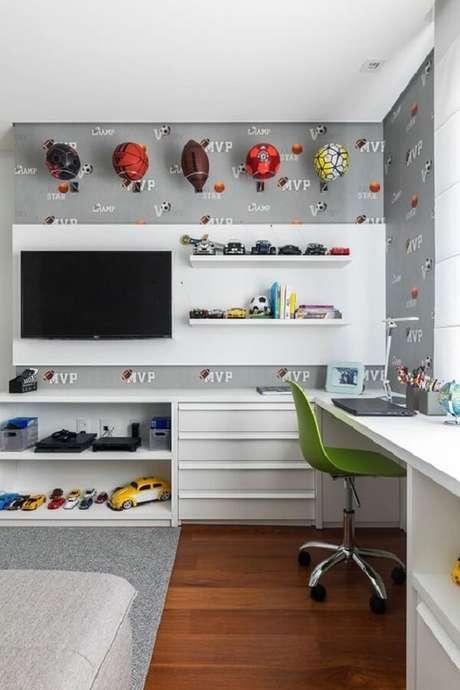 65. Prateleiras para brinquedos quarto infantil com acabamento branco. Fonte: Pinterest