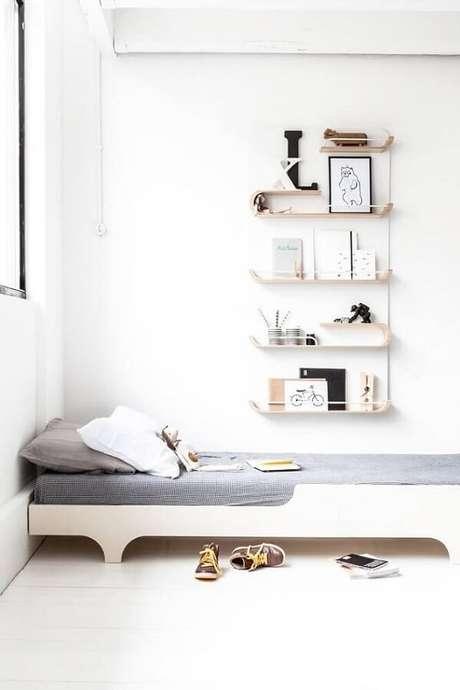 19. Quarto clean com prateleira para quarto infantil super delicadas. Fonte: Pinterest