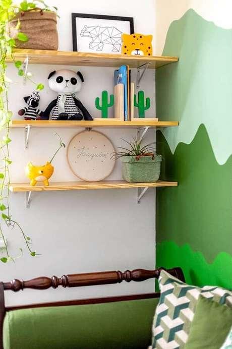 58. Use a criatividade para criar um projeto bem divertido com prateleiras infantil para quarto. Fonte: LB Interiores