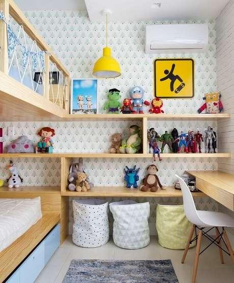 7. Use e abusa das prateleiras para brinquedos quarto infantil. Fonte: Pinterest