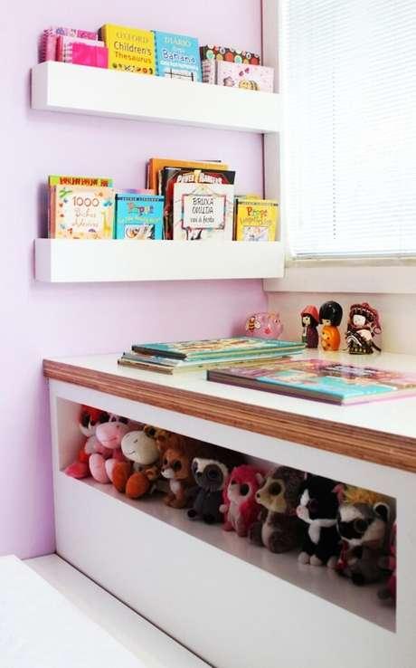 20. Use prateleira para quarto infantil de livros na decoração. Projeto por Mallemont Arquitetura