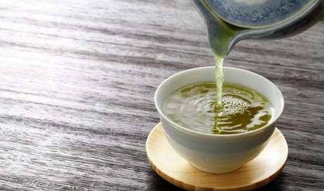 Conheça os benefícios do chá, ótima alternativa ao café