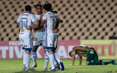 """Foi no """"sufoco"""" a vitória da Raposa no Maranhão, que deixou o time mais longe da zona do rebaixamento-(Foto: Bruno Haddad/Cruzeiro)"""