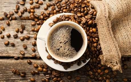 Simpatias com café: rituais para melhorar a energia e fazer seus pedidos