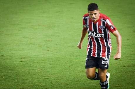 Gabriel Sara virou peça-chave no meio campo do São Paulo (Foto: Lenita Rodrigues/Ofotográfico)